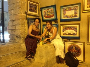 Jerusalem_088_8_13_EatingHumus_Entrance Roman Cardo