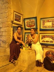Jerusalem_089_8_13_EatingHumus_Entrance Roman Cardo
